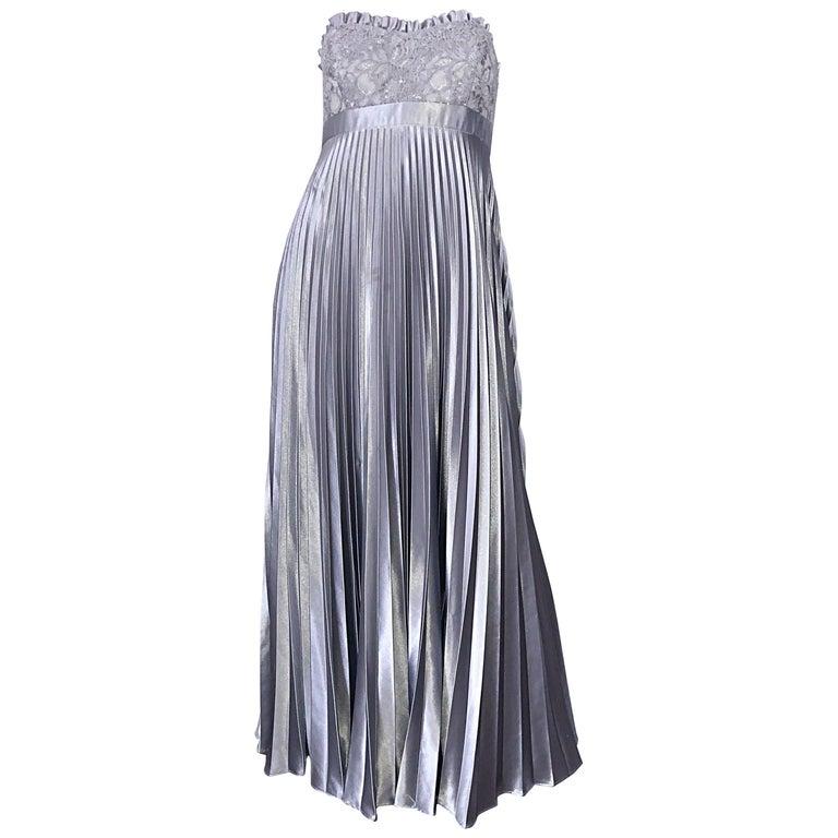 Beautiful Vintage Badgley Mischka Size 10 / 12 Silver Metallic Beaded Gown Dress For Sale