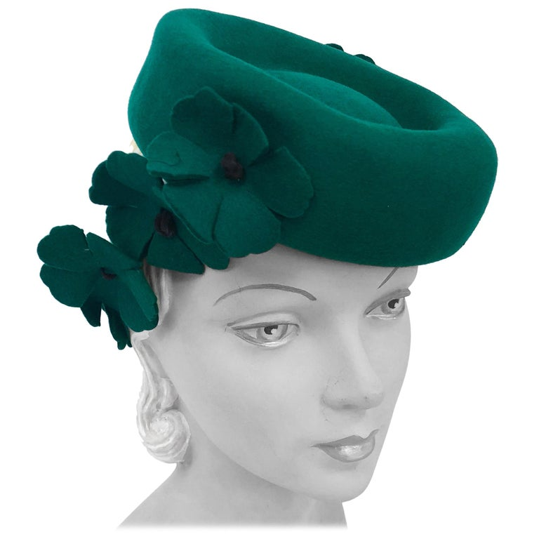 1940s Kelly Green Felt Hat with Hand-Cut Flowers For Sale
