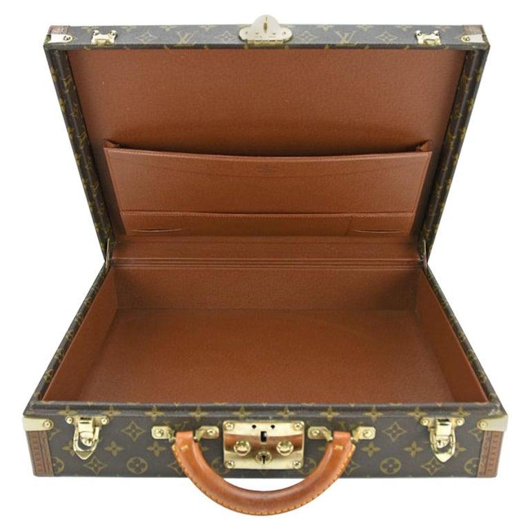 b2123575e8fd4 Louis Vuitton Monogram Präsident Stamm Fall im Angebot bei 1stdibs