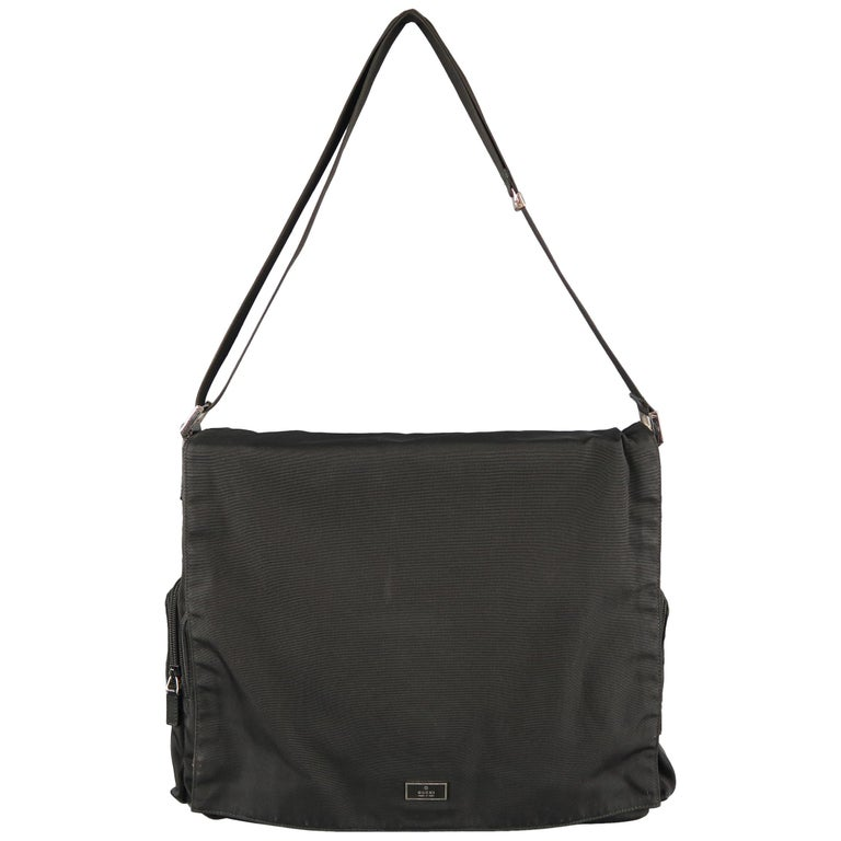 f344b36168e Vintage GUCCI Black Nylon Messenger Bag For Sale at 1stdibs