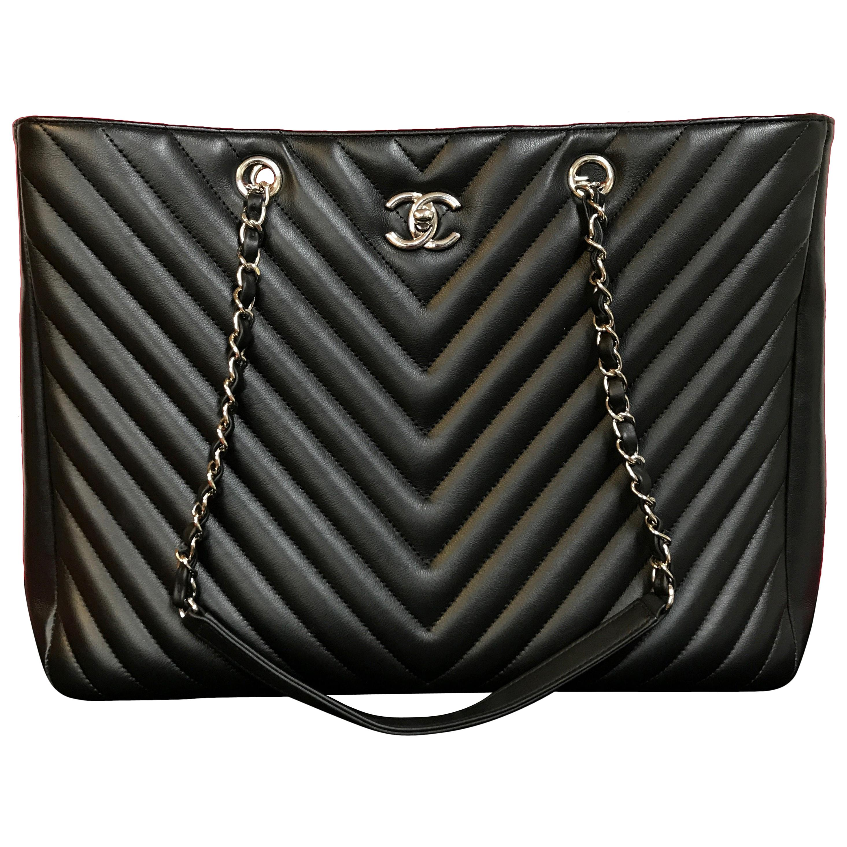 c98092e1f4ca Chanel Quilted Patent Leather Reissue Classic Flap Bag For Sale at 1stdibs