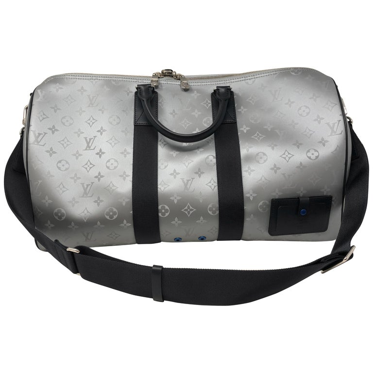8bd7622c366e2 Louis Vuitton Silber Monogram Satellite 50 Keepall bei 1stdibs