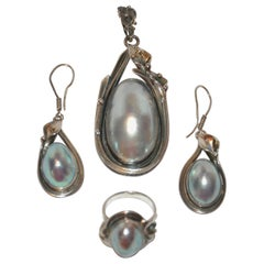 "Exquisite Detailed Silver 925 & ""Mother-of-Pearl"" Pendant, Earrings and Ring Set"