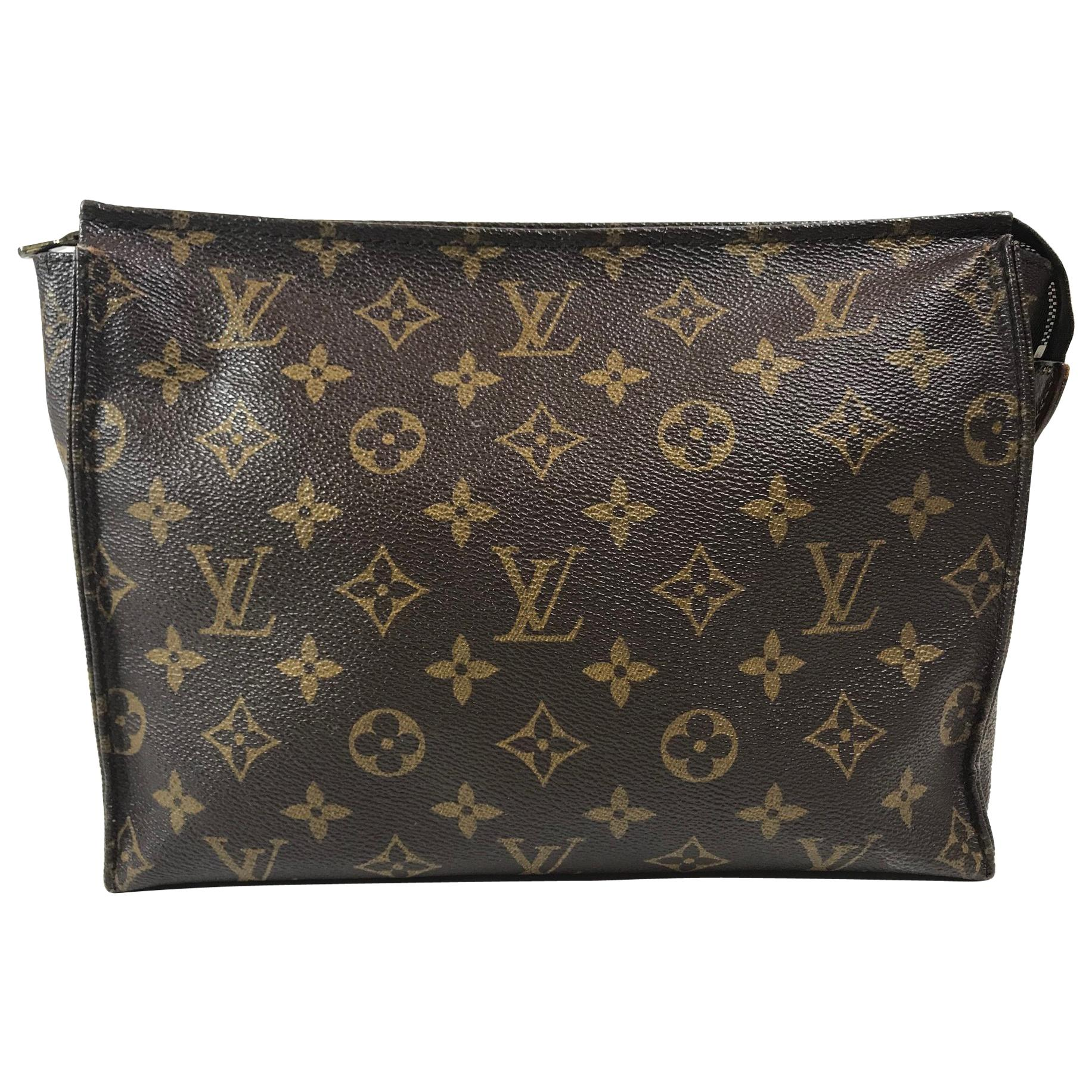 afcc77916008 Louis Vuitton Vintage Monogram Toiletry Pouch 26 For Sale at 1stdibs