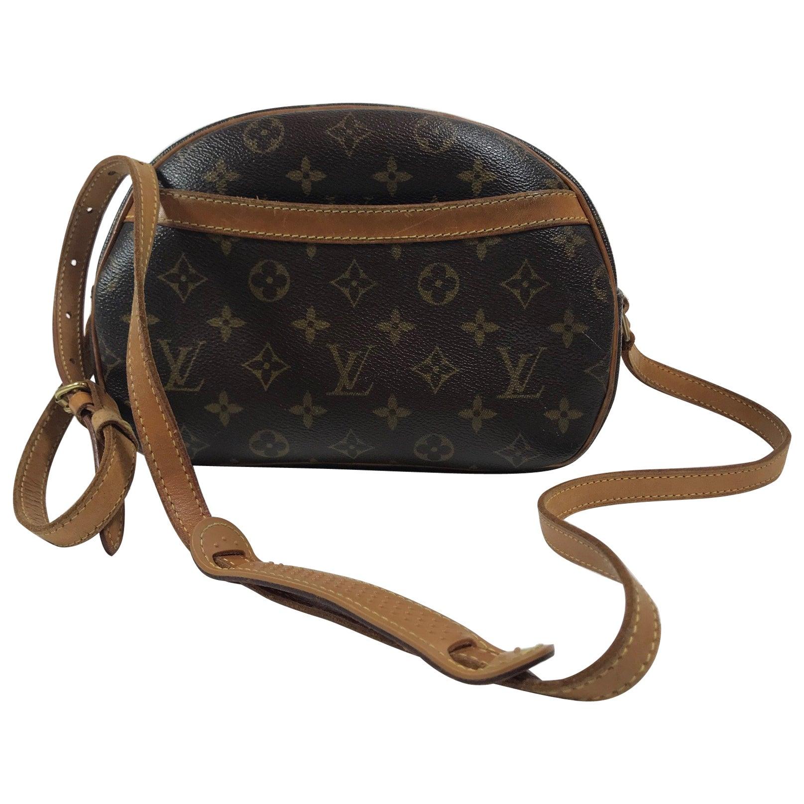 a737c73fa60d Louis Vuitton Monogram Blois Bag For Sale at 1stdibs
