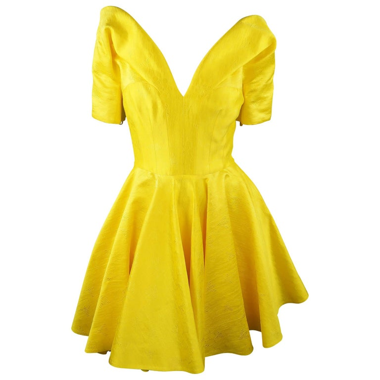 ALEXANDER MCQUEEN - Spring 2013 Runway 8 Yellow Silk Off Shoulder Cocktail Dress For Sale