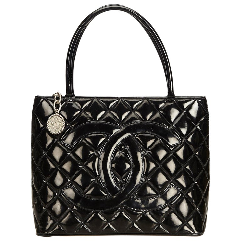 5e5c6aa41e18 Chanel Black Patent Leather Medallion Tote at 1stdibs
