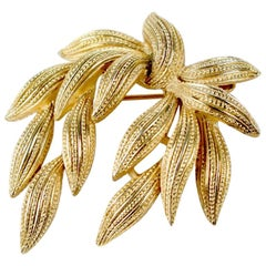 Crown TRIFARI Gold Toned Textured Marine Plant Leaf  Design Brooch, 1950s/1960s