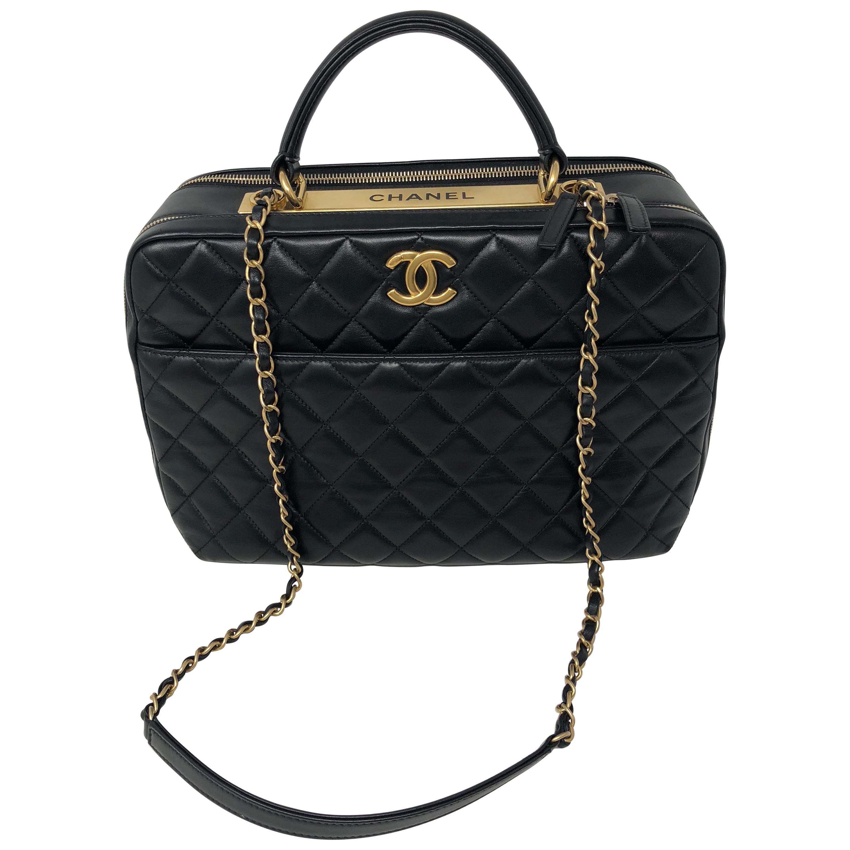 a5b7950ed9d3 Agora Vintage Shoulder Bags - 1stdibs