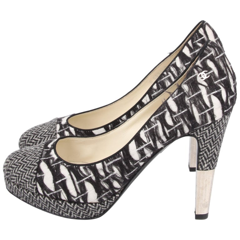 be6805611c8 Chanel Tweed Pumps - black and white For Sale at 1stdibs