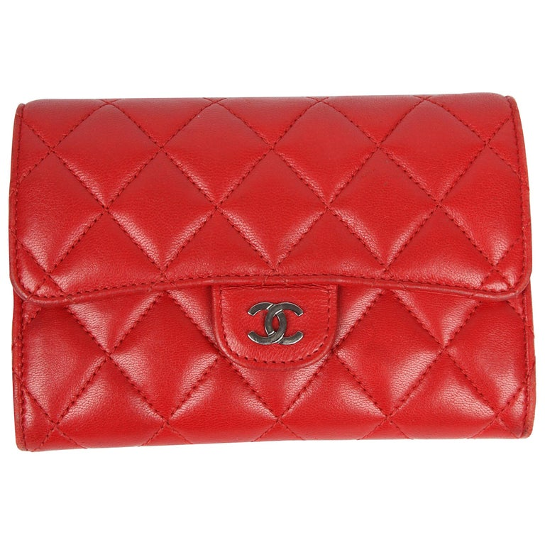 bd569bbd1340 Chanel Quilted Wallet - red leather For Sale at 1stdibs