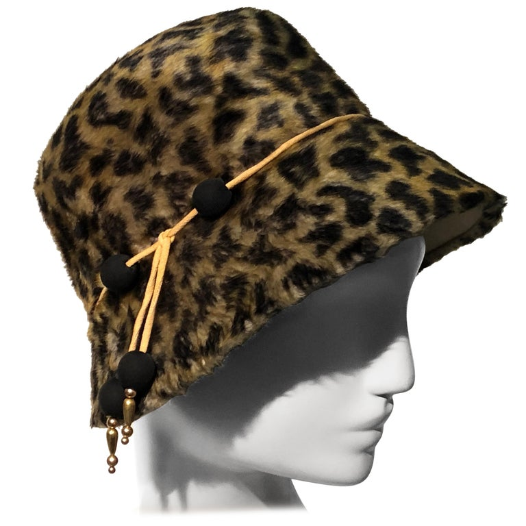 1960s Leslie James Leopard Print Faux Fur Bucket Style Hat W/ Unique Beaded Band For Sale
