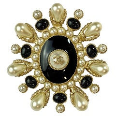 CHANEL Brooch Paris Cuba Cruise Collection Oval in Gilt Metal, Resin and Pearls