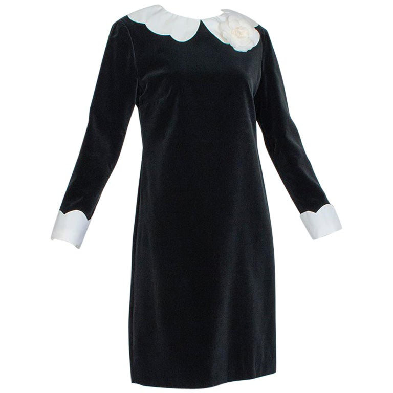 Chanel Camellia Shift Dress With Detachable Collar And Cuffs 1960s