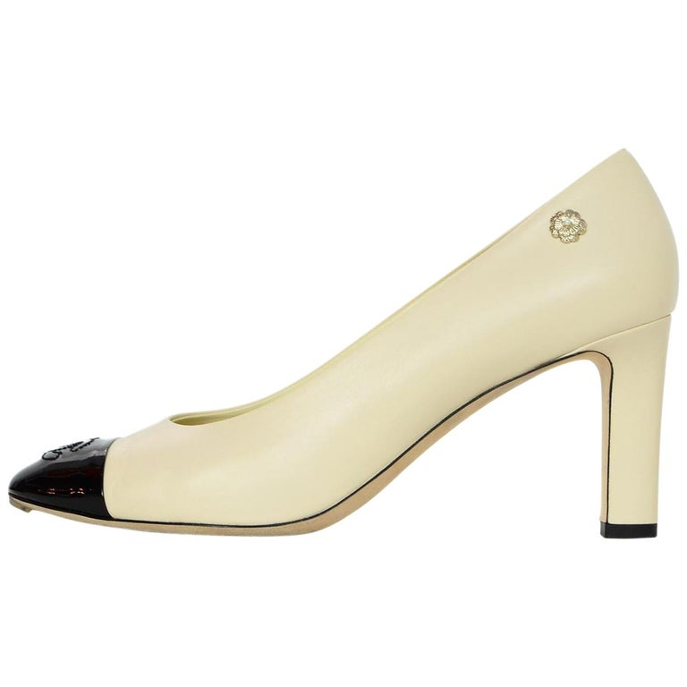 8b1593addb5f Chanel Nude Leather Black Patent CC Cap Toe Pumps Sz 38 For Sale at 1stdibs