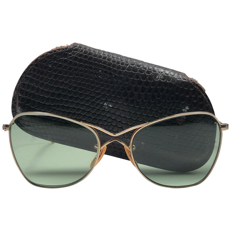 a97f4ba2813 Rare Vintage 1940 s Ray Ban Smallest Size 12K Gold Filled B L Sunglasses  For Sale at 1stdibs
