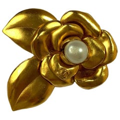 CHANEL Camelia Brooch in Gilt Metal and Pearl