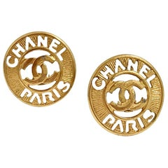 CHANEL Vintage Round Clip-on Earrings In Gilt Metal