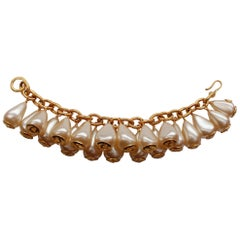 CHANEL 1993P Lovely gilted metal chain bracelet with pearly drops