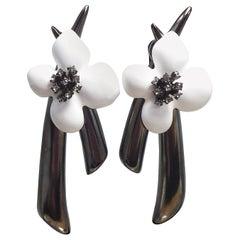 Oscar de la Renta Painted Grapefruit Flower Drop Clip On Earrings, Gray, White