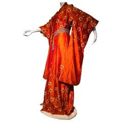1940er Jahre Orange Rohseide Frühling Kimono W / Bestickte Gänseblümchen & Perlen Gürtel