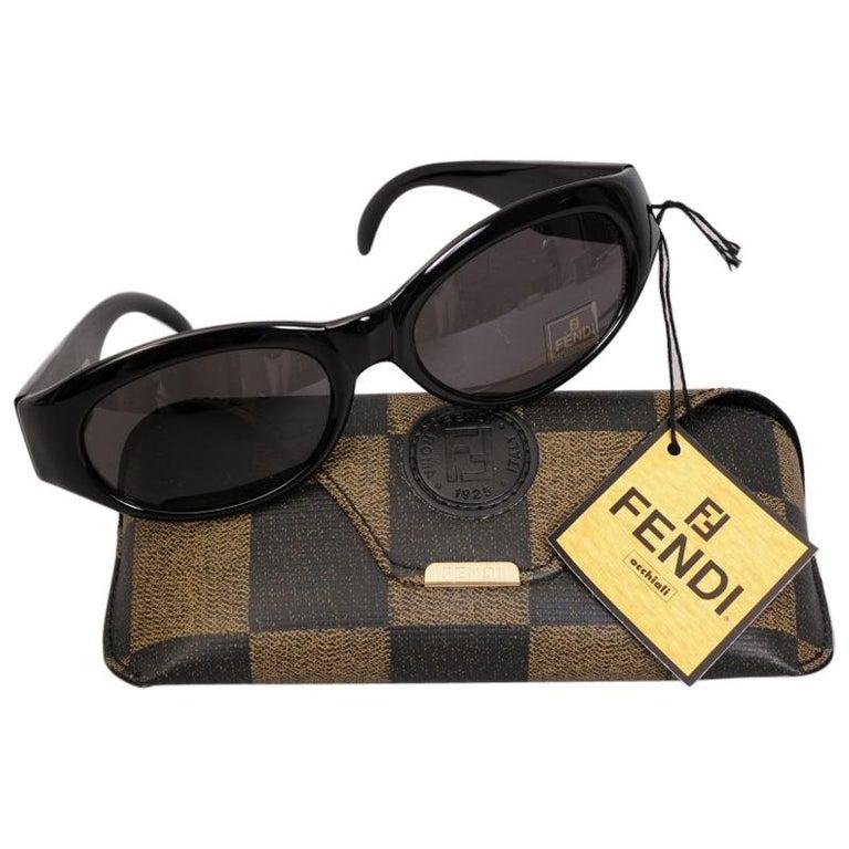 Fendi Black Frame Sunglasses with Original Case Never Worn For Sale