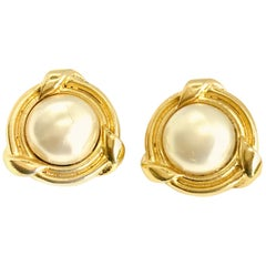 Chanel 1980s (1984) Vintage Faux Pearl Clip On Earrings