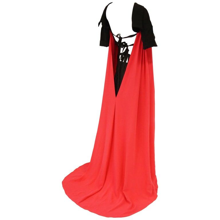 2016 Oscar de la Renta Magenta and Black Open Back Evening Dress with Train 0 For Sale