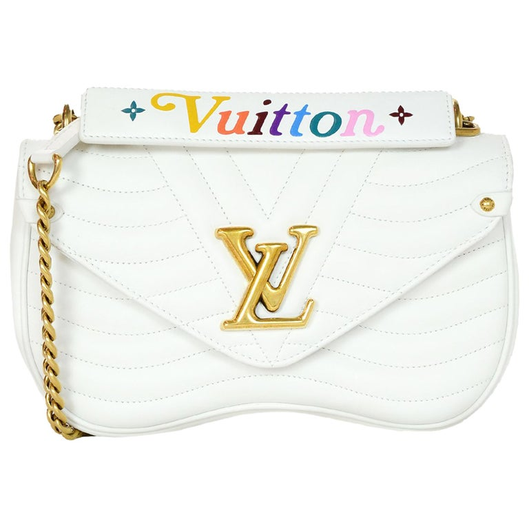 Louis Vuitton 2018 White Chevron Quilted Calfskin Leather New Wave Chain MM  Bag For Sale at 1stdibs 64f96625d0d23