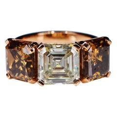 7.66 Karat Asscher Faint Light Gelb Cognac Moissanite 18 Karat Cocktail Ring