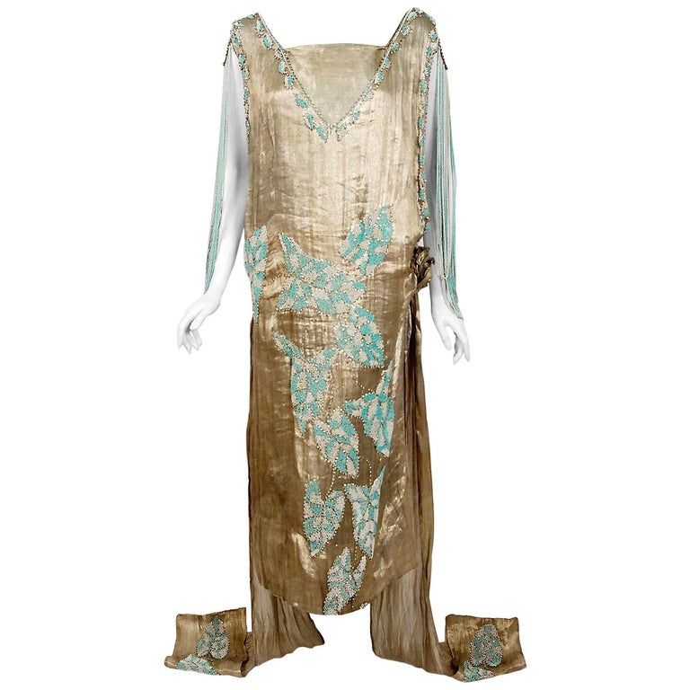 1927 French Couture Metallic Gold Lamé Beaded Leaf-Motif Trained Evening Dress For Sale