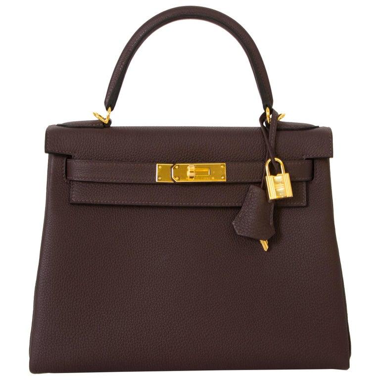 e7e67de77d028 Hermès Kelly 28 Retourne Togo Chocolat GHW For Sale at 1stdibs