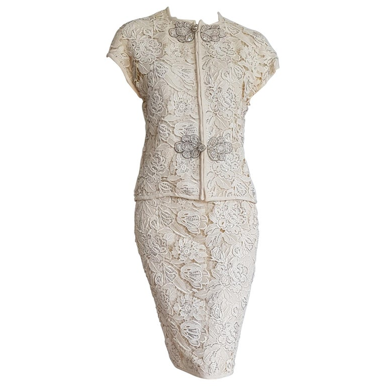 VALENTINO Haute Couture Swarovski Diamonds Embroidered Lace Beige Suit - Unworn For Sale
