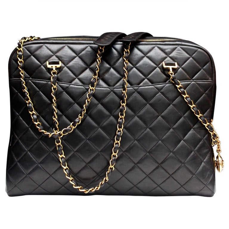 Chanel gorgeous camera bag in black quilted lambskin For Sale