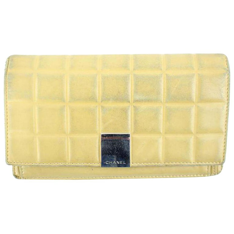 a6e2d3781139 Chanel Beige Quilted Chocolate Bar 30cca41017 Wallet For Sale at 1stdibs