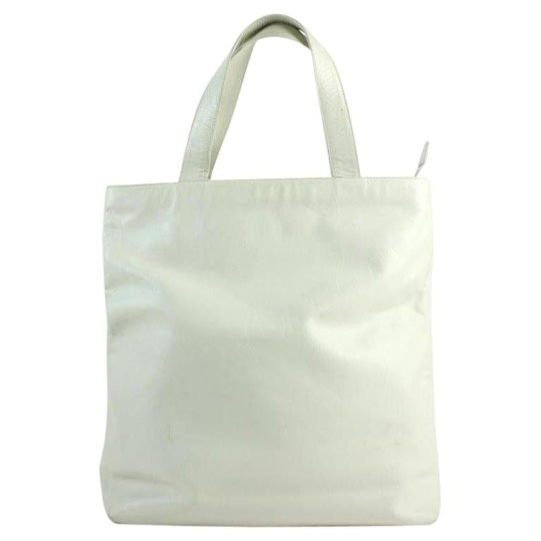 4539bc334a62 Chanel Cc Logo Embossed 22cca11617 White Leather Tote For Sale at 1stdibs
