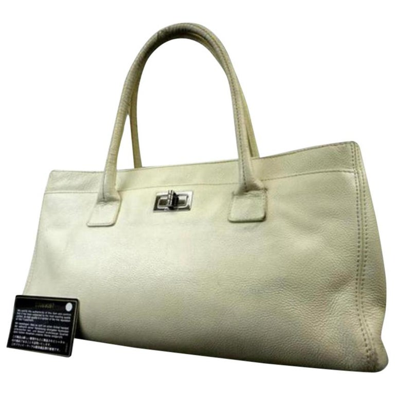 23fd5a576a4106 Chanel 2.55 Reissue Cerf Ivory Cc Caviar Executive 216076 White Leather  Tote For Sale
