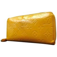 Louis Vuitton Gelbe Geldbörse mit Rundum-Reißverschluss und Monogramm