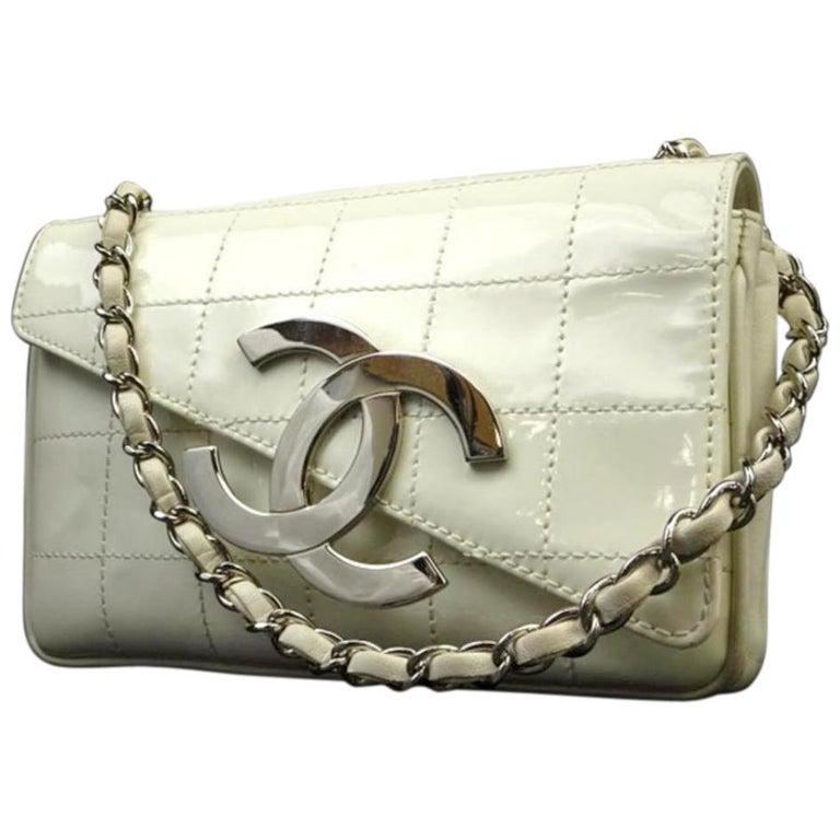 591c19dc2c18 Chanel Jumbo Cc Logo Zig Zag 221349 White Patent Leather Shoulder Bag For  Sale