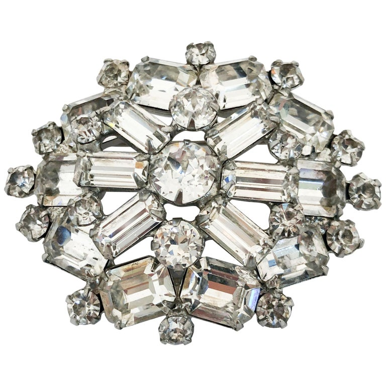 76be22b3572 1950s Weiss Brooch with Clear Rhinestones For Sale at 1stdibs