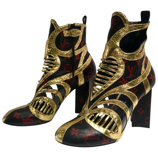 3f35d8119d98 Rare Louis Vuitton Runway Infrarouge Queen of Hearts Ankle Boots Size 41 at  1stdibs