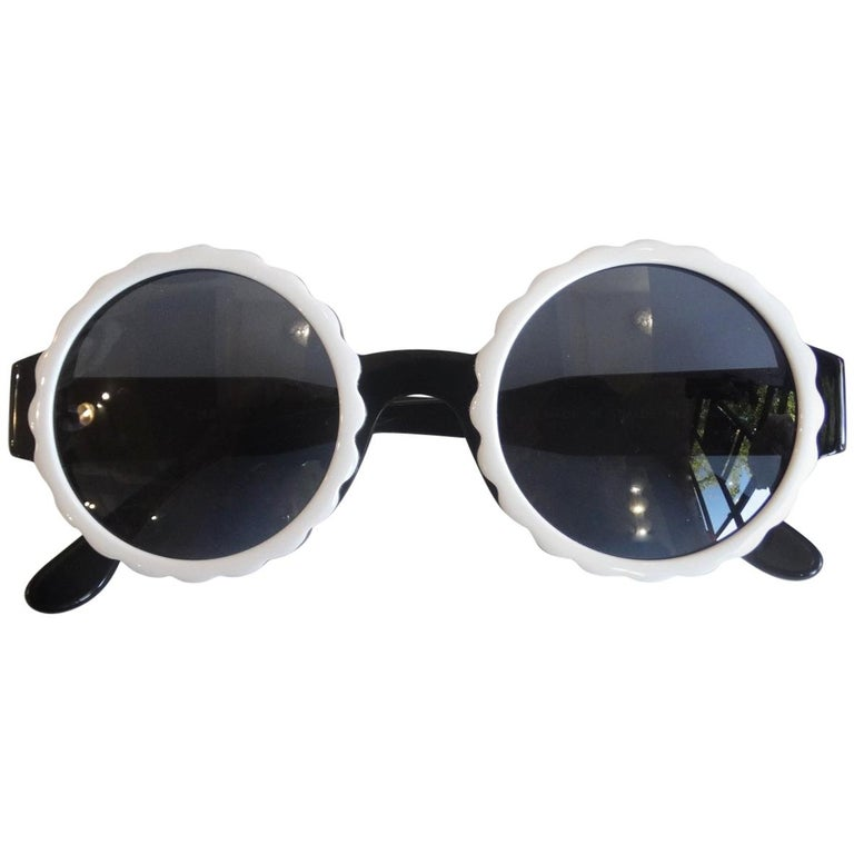 Runway 1994 Chanel White & Black Scalloped Circle Sunglasses For Sale