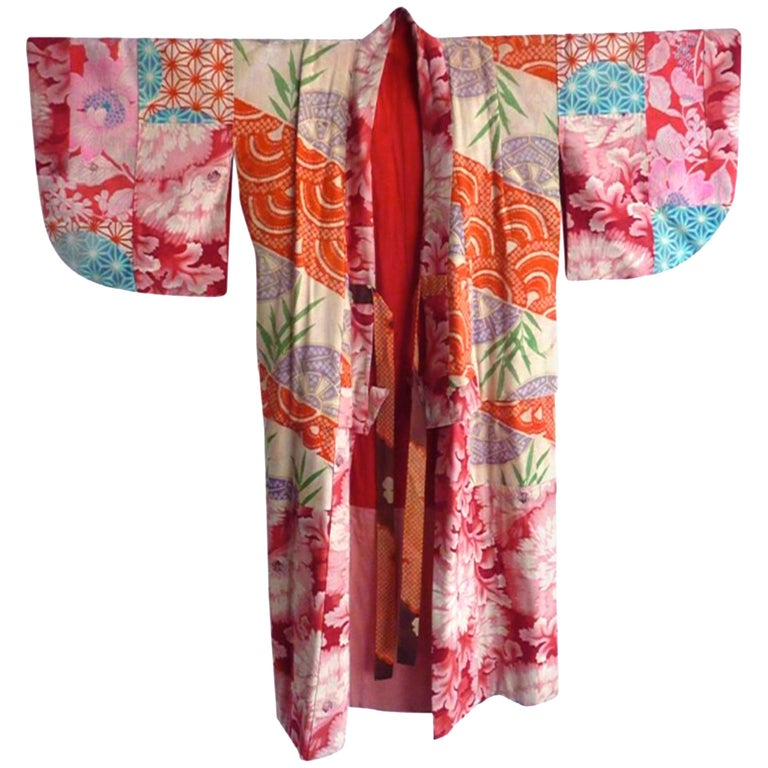 Japanese teen-size red cherry blossom printed patchwork vintage Kimono  For Sale