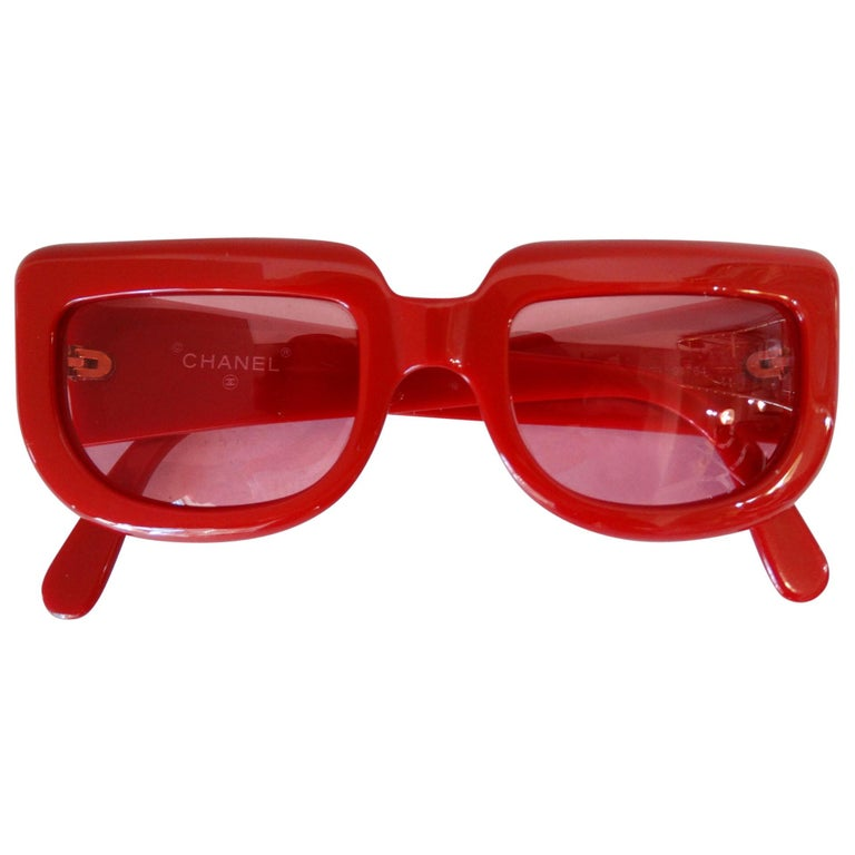 5717221171e 1990s Chanel Lipstick Red Retro Sunglasses For Sale at 1stdibs