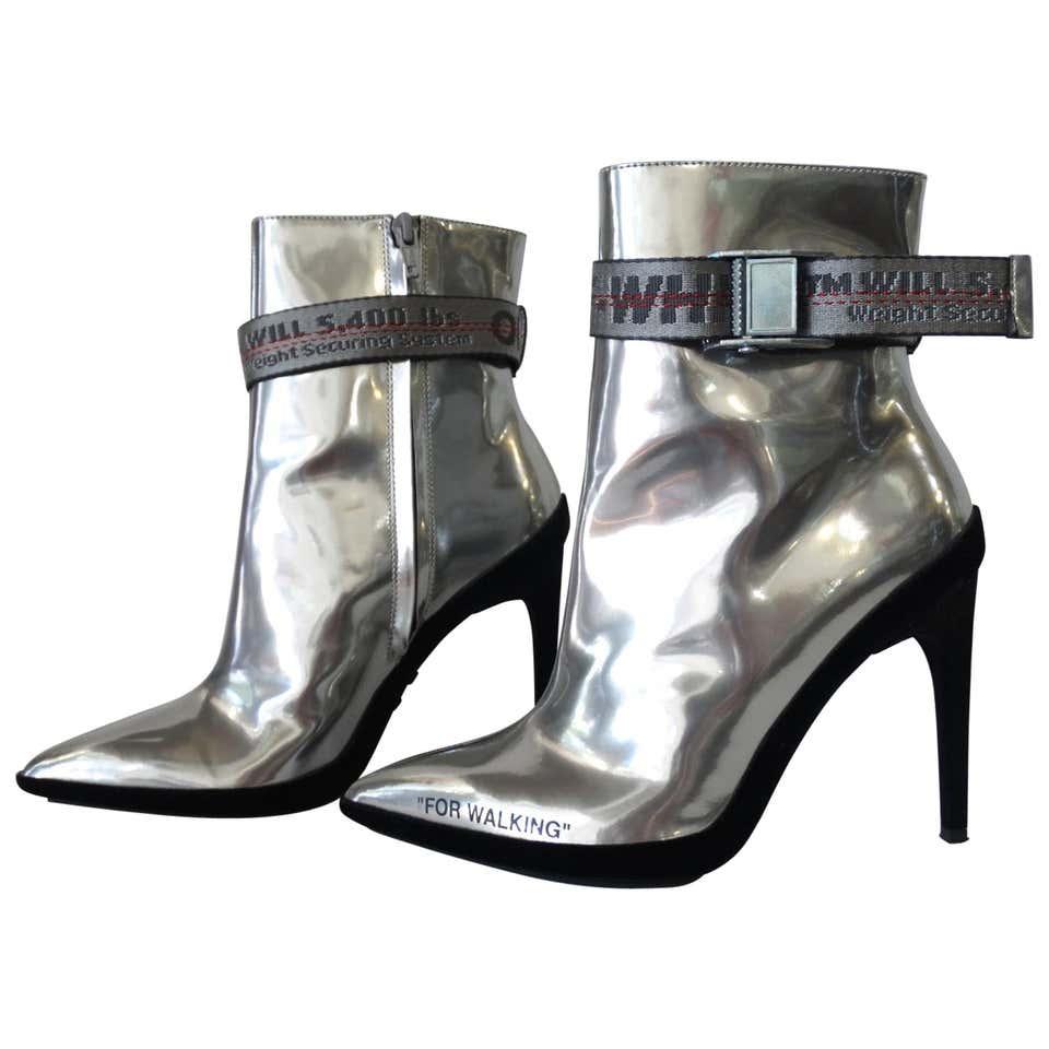 Vintage and Designer Shoes - 6,892 For Sale at 1stdibs