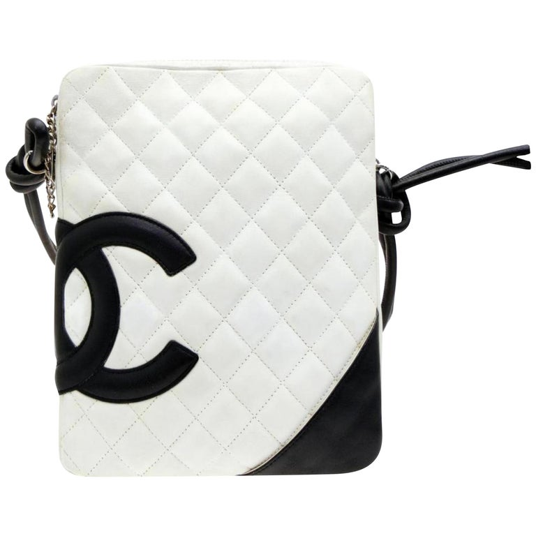 56caf33089e684 Chanel Messenger Cambon Quilted Ligne 228758 White Leather Cross Body Bag  For Sale