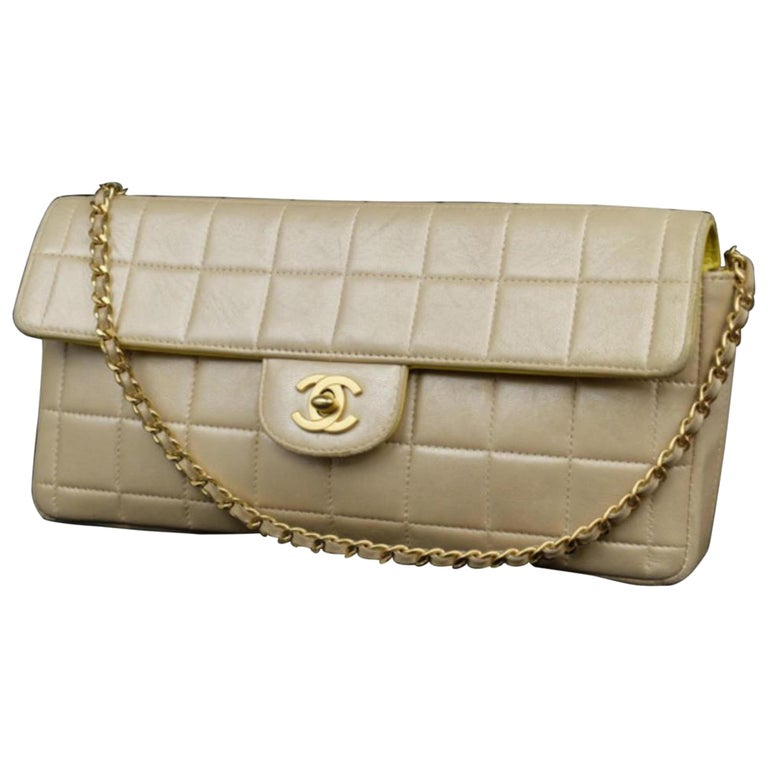 664bf71b3fd639 Chanel Classic Flap East West Pearlized 226022 Iridescent Beige Shoulder Bag  For Sale