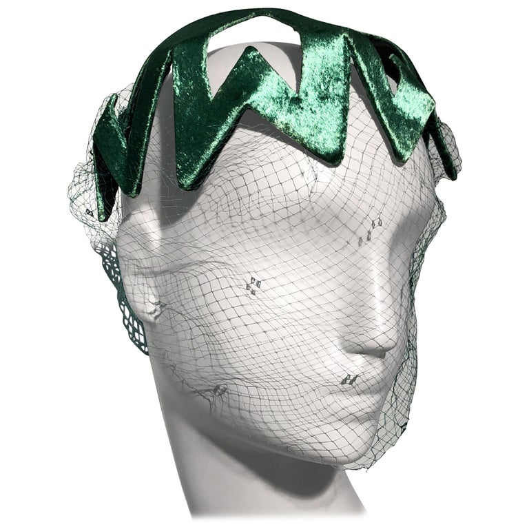 1950s Japanese Emerald Green Satin Zig Zag Graphic Hat W/ Dotted Veil For Sale