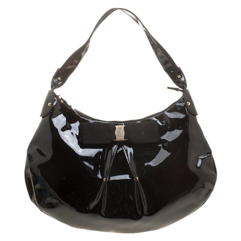 e7c9f8d85e Salvatore Ferragamo Black Patent Leather Miss Vara Hobo For Sale at 1stdibs