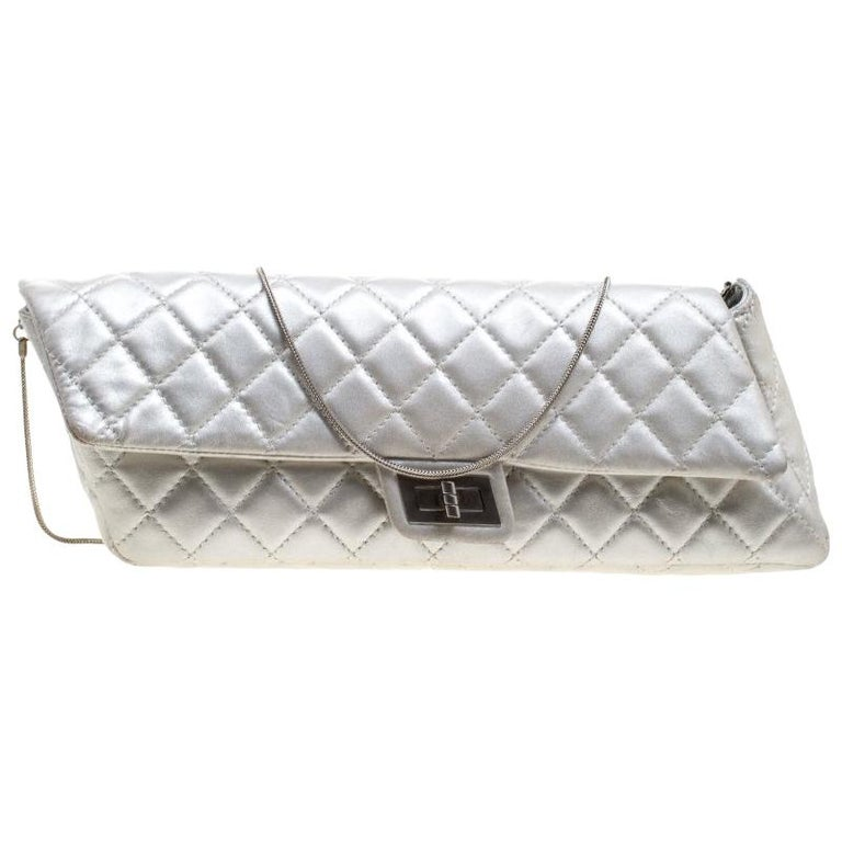49cb588a64ca1a Chanel Silver Quilted Leather Reissue Chain Clutch For Sale at 1stdibs